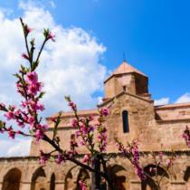 Летим в Армению: солнце, горы и кавказское гостеприимство