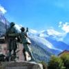 Шамони. Памятник альпинистам Бальма и Соссюру