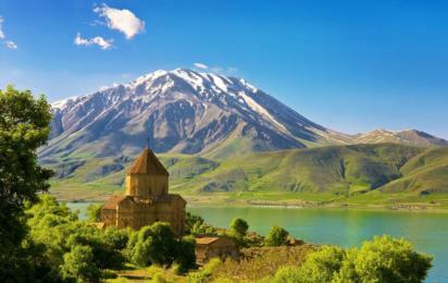Турция. Остров Ахтамар на озере Ван. Армянская кафедральная церковь Святого Креста