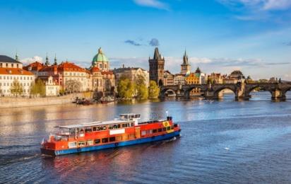 Чехия. Прага. Круиз на лодке по реке Влтаве