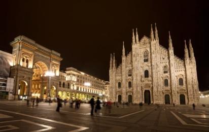 Милан. Пьяцца Дуомо ночью