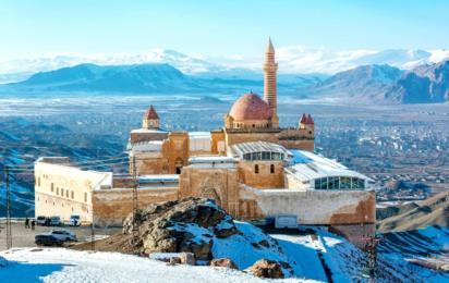Турция. Догубаязит. Дворец Исхак Паши зимой