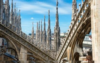 Милан. Статуи на крыше собора Дуомо