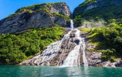 Хеллесилт-Гейрангер. Водопад «Семь сестер». Гейрангер-фьорд. Недалеко от деревни Гейрангер