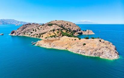 Турция. Остров Ахтамар на озере Ван