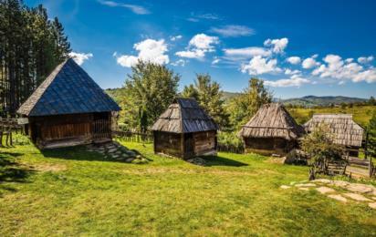 Этнодеревня Сирогойно недалеко от Златибора