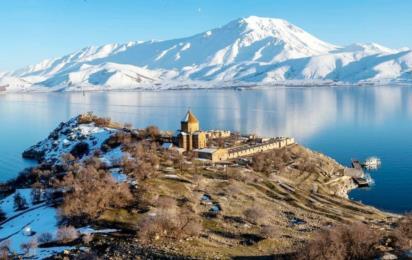 Турция. Остров Ахтамар. Церковь Святого Креста зимой
