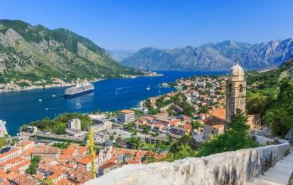 Котор. Вид на Бококотоскую бухту и Старый город с горы Ловчен