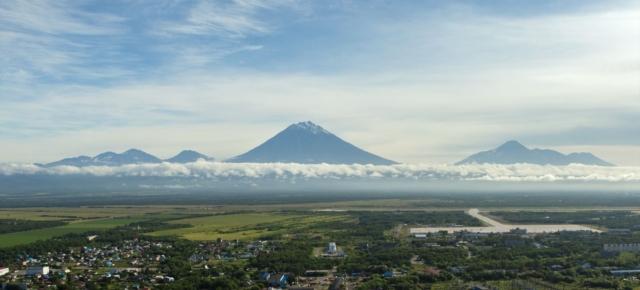 Елизово. Вид на город и Авачинский вулкан (Авачинская сопка)